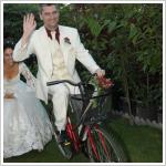 Vidám esküvő a hévízi Júlia Villa Apartmanház udvarán